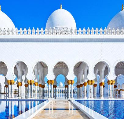 Auf den Wogen des Meeres durch die Emirate
